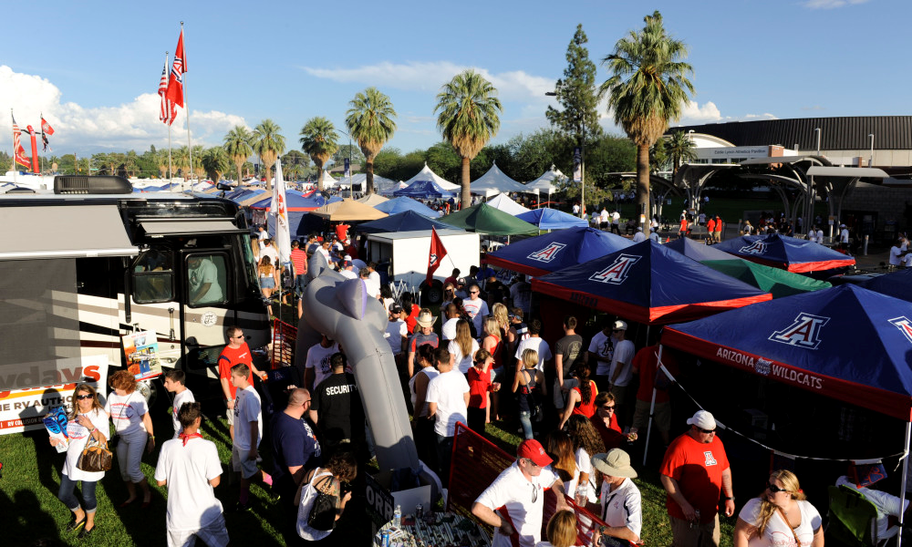 Arizona fans tailgating at the Mall - courtesy of ftw.usatoday.com
