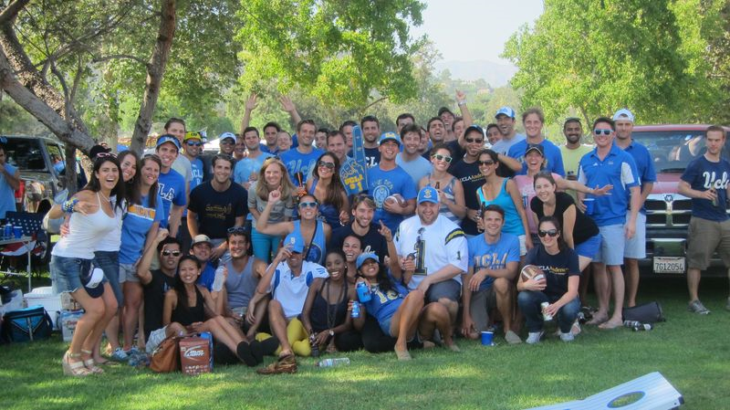 UCLA MBA students tailgating at Rose Bowl - courtesy of mbablogs.anderson.ucla.edu