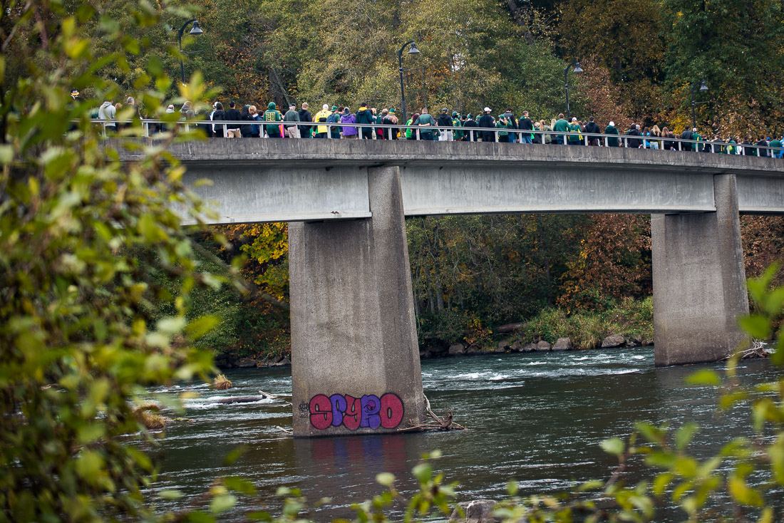 Oregon fans walk across Autzen's foot bridge en route to the stadium - Courtesy of Andrew Seng/Emerald