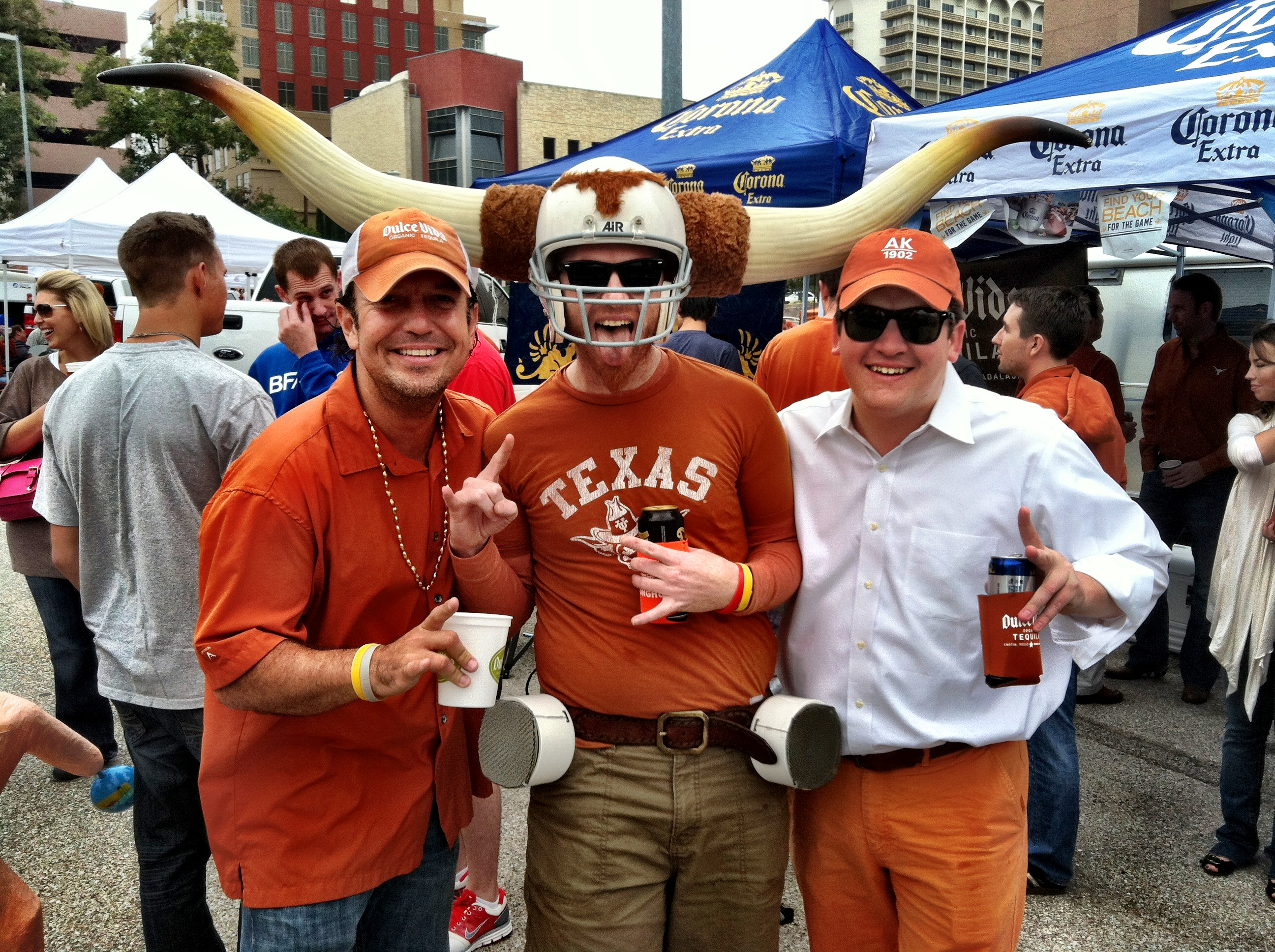 Longhorn fans tailgating at its best - courtesy of randallmetting.com